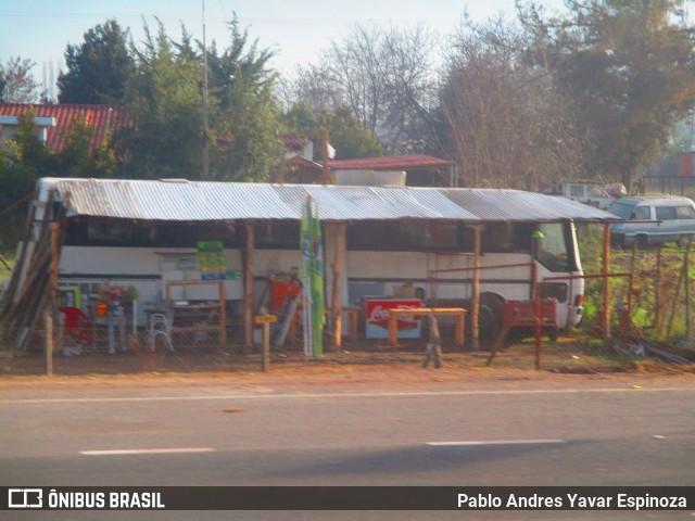 Ônibus que foi adaptado para um foodtruck improvisado no Chile.